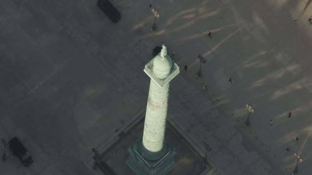 stockvideo's en b-roll-footage met aerial flying over place vendôme, in paris france, day - colonne vendome