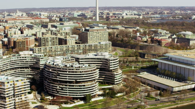 stockvideo's en b-roll-footage met aerial flying over potomac river looking at watergate complex real estate, dc  - john f. kennedy