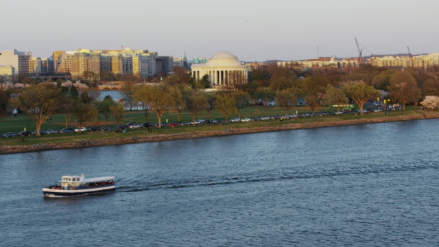 aerial flying over potomac river towards thomas jefferson memorial at sunset, washington dc - potomac river stock-videos und b-roll-filmmaterial