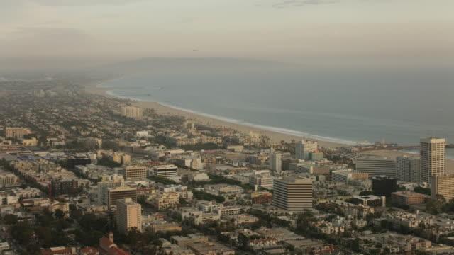 aerial flying over santa monica in los angeles, ca sunset - santa monica bildbanksvideor och videomaterial från bakom kulisserna