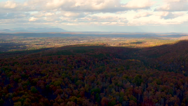 aerial flying over shawangunk mountains in the fall, beautiful leaf colors on trees - ulster county stock videos & royalty-free footage