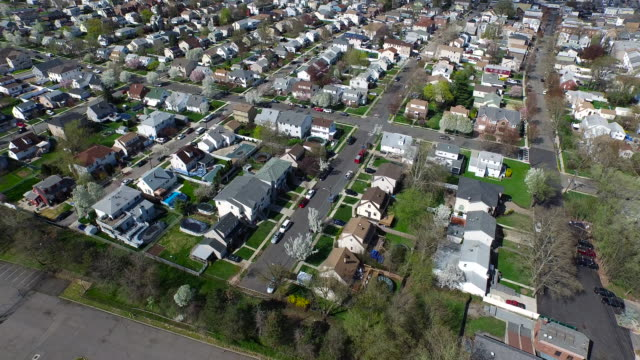 aerial flying over suburban houses in the spring - new jersey stock videos & royalty-free footage