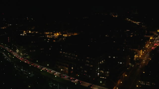vidéos et rushes de aerial flying over washington dc at night with lights on - georgetown washington dc