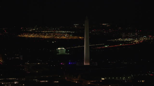 aerial flying over washington dc washington monument, night - ジェファーソン記念館点の映像素材/bロール