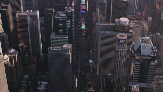 aerial flying south down broadway and tilting down as we fly over times square, nyc - broadway manhattan stock-videos und b-roll-filmmaterial