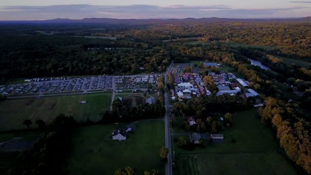 aerial flying towards county fair at sunset - contea di ulster stato di new york video stock e b–roll