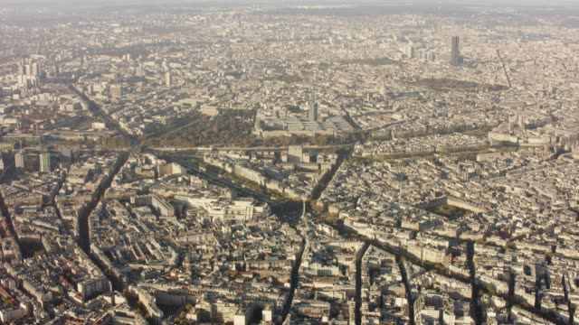 aerial flying towards la bastille in paris france, morning - バスティーユ点の映像素材/bロール