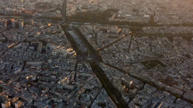 aerial flying towards la bastille in paris france, sunset - バスティーユ点の映像素材/bロール