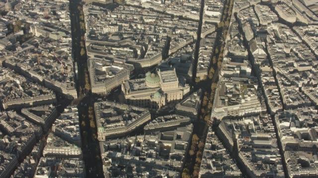 stockvideo's en b-roll-footage met aerial flying towards the opera palais garnier in paris france, morning - operahuis
