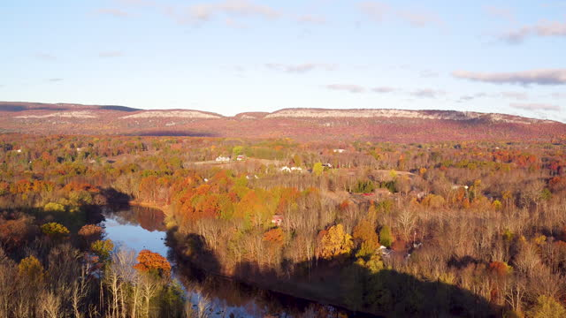 aerial flying up over trees in the fall towards mountain ridge, sunrise - ulster county stock videos & royalty-free footage