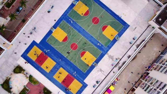 vídeos de stock e filmes b-roll de aerial flyover of incredibly colorful basketball courts in hong kong - quadra desportiva