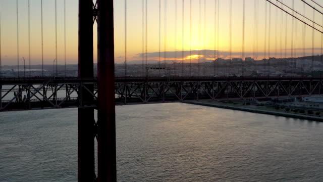 vídeos de stock e filmes b-roll de aerial footage from the 25 de abril bridge in lisbon - ponte