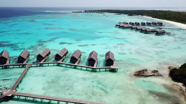 aerial footage of a luxury resort on maldive - esotismo video stock e b–roll