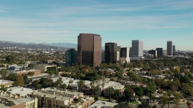 vidéos et rushes de images aériennes de beverly hills, californie - 4 k drone vidéo - k pop