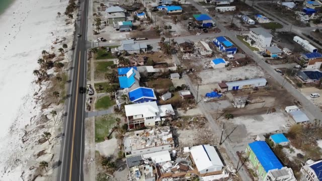 vídeos de stock e filmes b-roll de aerial footage of blue roof installations to property damaged at mexico beach florida in the wake of hurricane michael florida - entalhe