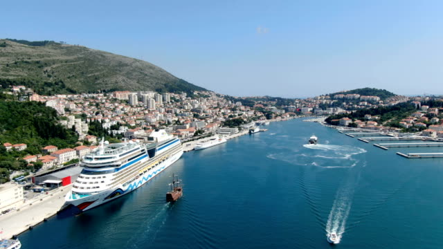 aerial footage of  dubrovnik port with cruise ships/ adriatic coast - mare adriatico video stock e b–roll