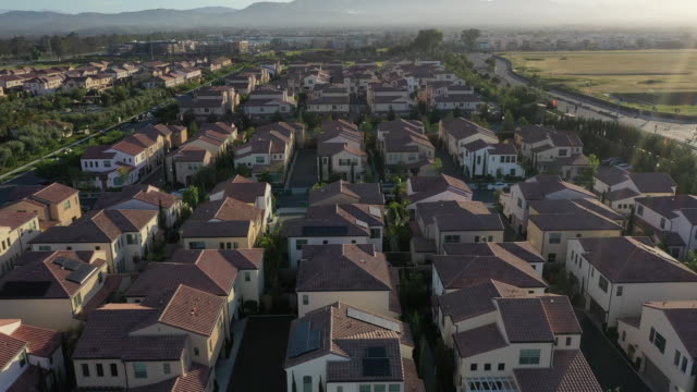 aerial footage of homes within the master-planned community of cypress village in irvine, california, u.s. on wednesday, may 6, 2020. mounting... - irvine video stock e b–roll