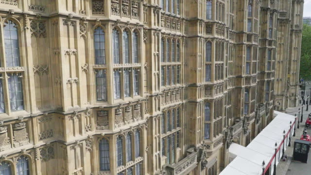 aerial footage of houses of parliament - palazzo del parlamento video stock e b–roll