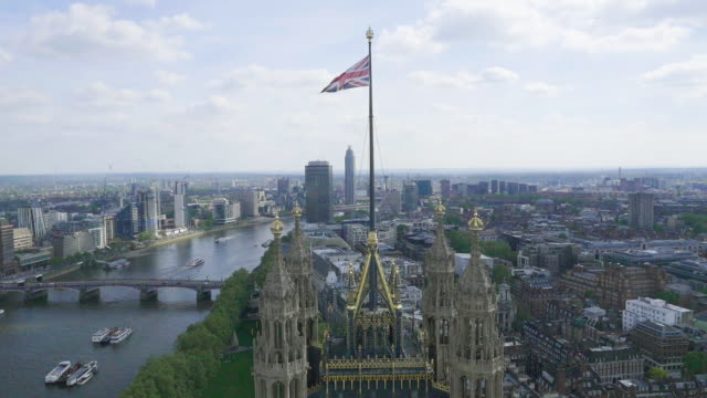 vidéos et rushes de aerial footage of houses of parliament - parlement britannique