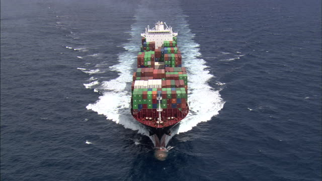 vídeos de stock e filmes b-roll de aerial footage of huge container ship - navio cargueiro