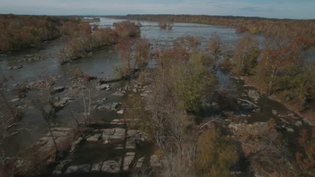 stockvideo's en b-roll-footage met luchtfoto beelden van eilanden en stroomversnellingen op de potomac rivier in maryland - potomac rivier