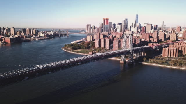 aerial footage of new york city's williamsburg bridge from the brooklyn side. - lower east side bildbanksvideor och videomaterial från bakom kulisserna