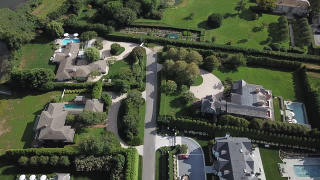 aerial footage of real estate and commercial properties in southampton, new york, u.s. on tuesday, august 27, 2019. - ostamerika stock-videos und b-roll-filmmaterial