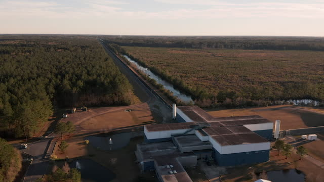 aerial footage of the laser interferometer gravitational-wave observatory . - neutron stock-videos und b-roll-filmmaterial