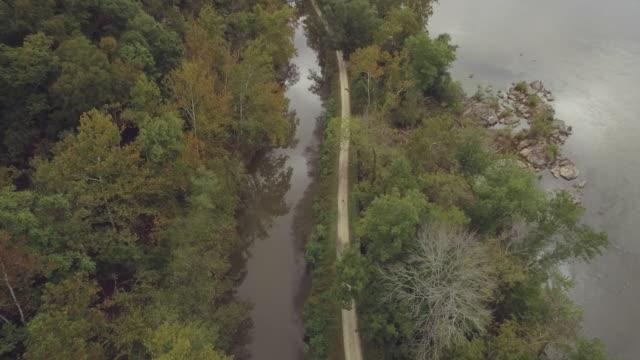vídeos y material grabado en eventos de stock de imágenes aéreas del río potomac y el c & o canal en maryland - río potomac