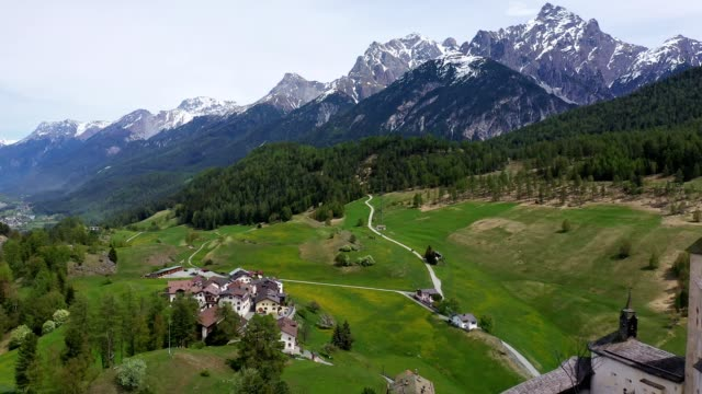vídeos de stock, filmes e b-roll de aerial footage of the taras, graubunden, switzerland - pasture