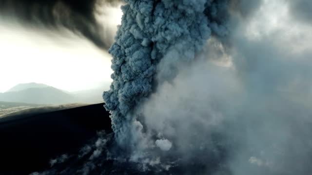 aerial footage of volcanic eruption at shinmoedake crater at kirishima volcano in japan - vulkanlandschaft stock-videos und b-roll-filmmaterial