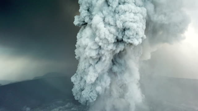 aerial footage of volcanic eruption at shinmoedake crater at kirishima volcano in japan - cenere video stock e b–roll