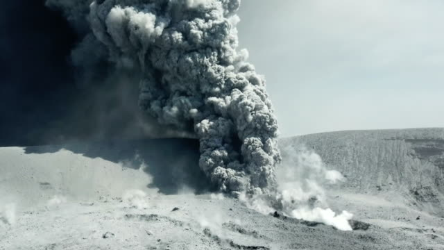 aerial footage of volcanic eruption at shinmoedake crater at kirishima volcano in japan - vulkanausbruch stock-videos und b-roll-filmmaterial