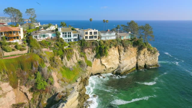 aerial forward: beautifully designed cliff homes - laguna beach california stock videos & royalty-free footage