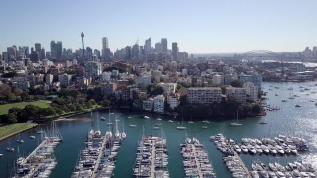 vídeos de stock, filmes e b-roll de aerial forward: boats docked in bay by sydney city, sydney, australia - sydney