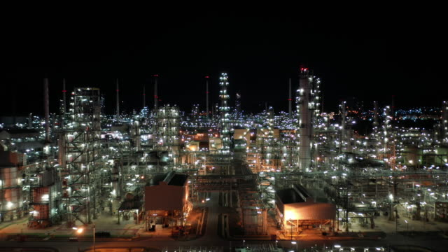 aerial forward into oil refinery industry real time - power station stock videos & royalty-free footage