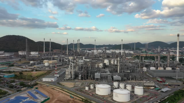 aerial forward: oil refinery plant in day time - oil refinery stock videos & royalty-free footage