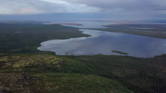aerial forward pan: lake near mountains against cloudy sky - lapland nature reserve, russia - nature reserve stock videos & royalty-free footage