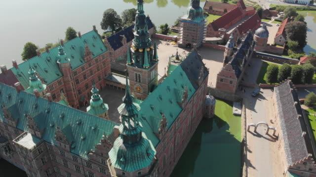 aerial fredensborg palace, denmark - öresundregion stock-videos und b-roll-filmmaterial