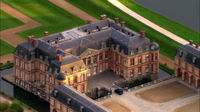 aerial ws zo gardens and grounds surrounding chateau de dampierre castle in dampierre-en-yvelines / yvelines, ile-de-france, france - 17th century style stock videos & royalty-free footage