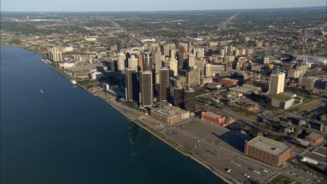 aerial ws general motors headquarters at renaissance center with surrounding downtown buildings along detroit river / detroit, michigan, usa - detroit river stock-videos und b-roll-filmmaterial