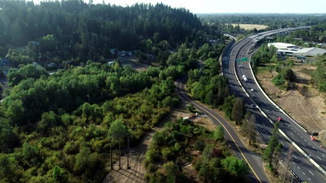 空中グライドロードカー森林高速道路夏オレゴン国内エリア - オレゴン州点の映像素材/bロール