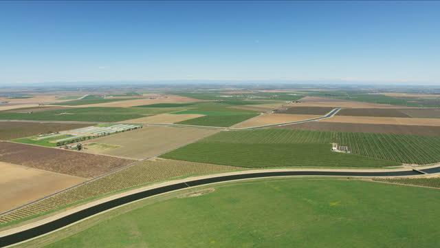 stockvideo's en b-roll-footage met aerial governor brown aqueduct fresh crops san francisco - aquifer