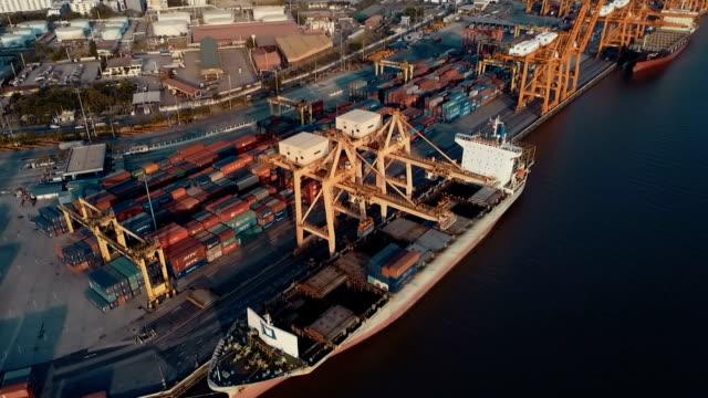 veduta aerea porto con container cargo - mercanzia video stock e b–roll
