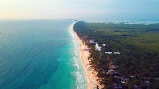 vídeos de stock, filmes e b-roll de aerial: high scenic view of tulum mexico land area - tulum méxico