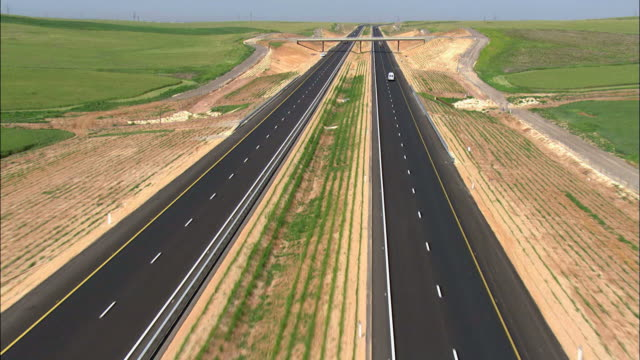 vidéos et rushes de aerial highway 6 in the northern negev, negev, israel - long