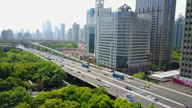 vidéos et rushes de aerial, highway in shanghai, china - heure de pointe