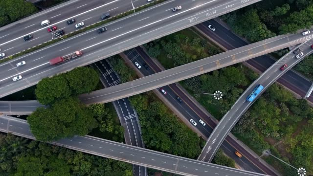 vídeos de stock e filmes b-roll de aerial highway junction - road junction