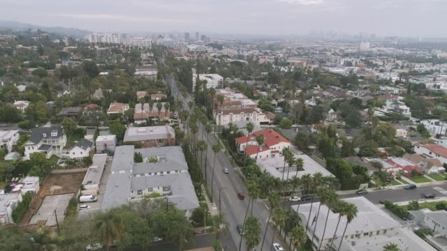 vídeos de stock, filmes e b-roll de aerial hollywood los angeles - hollywood boulevard