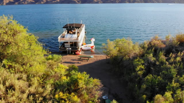 aerial: houseboat anchored in lake havasu - anchored stock videos & royalty-free footage
